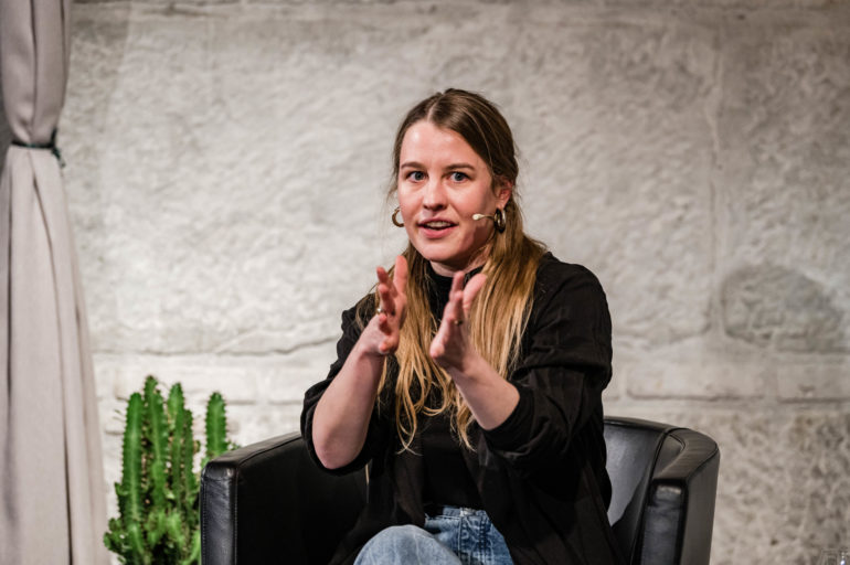 Podium zur Ausstellung «Ausnahme-Zustand» - No sports; v.l.n.r. Rena Brandenberger, Tanzschaffende und Tanzpädagogin; Polit-Forum Bern, 08.03.2021; Bild: Susanne Goldschmid