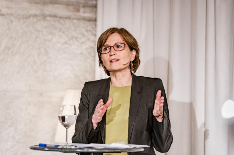 """Debatte Abstimmungen """"Ist das CO2-Gesetz überfällig oder missraten?""""; Regula Rytz, Nationalrätin Grüne Bern; Polit-Forum Bern; 05.05.2021; Bild: Susanne Goldschmid"""