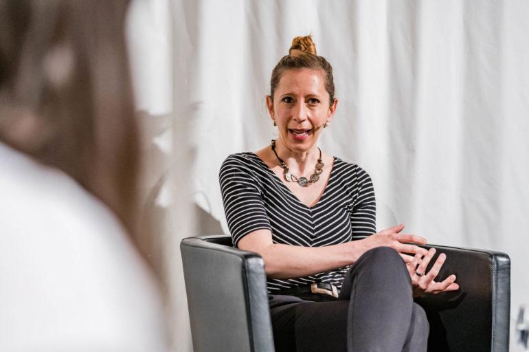 Podium zur Ausstellung «Ausnahme-Zustand» - Ohne Kultur wird's still.; Anicia Kohler, Musikschaffende; Polit-Forum Bern, 11.05.2021; Bild: Susanne Goldschmid