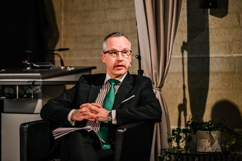Podium Religion und staatliche Friedensbildung; Simon Geissbühler, Chef der Abteilung Menschliche Sicherheit des EDA; 19.11.2020; Bild: Susanne Goldschmid