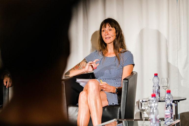 Podium Corona - Stellenwert der Kultur. Gisela Feuz, Moderatorin; Polit-Forum Bern, 26.8.2020; Bild: Susanne Goldschmid